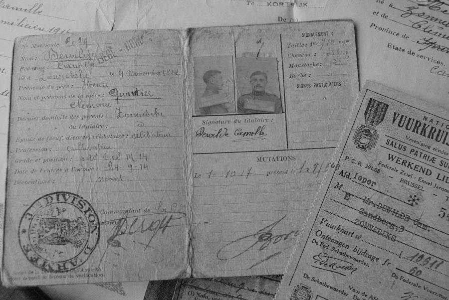 WW1 DOCUMENTS, PAY BOOKS & MAPS