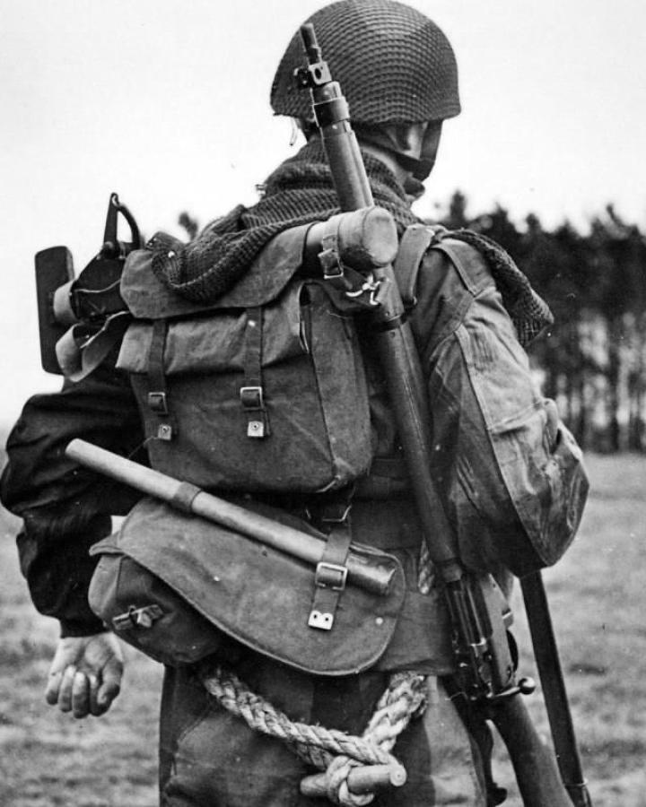 WW2 BRITISH FIELD GEAR & WEAPONS