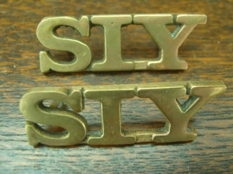 SIY scarce South of Ireland Yeomanry 1902-08 brass Irish shoulder titles