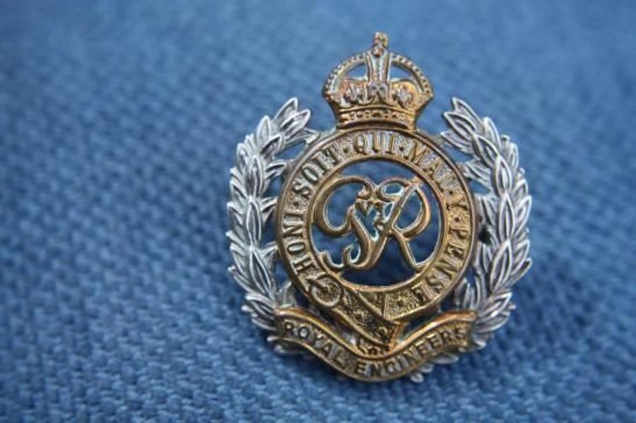 WW2 British Army Officer's Cap Badge. Royal Engineers. Kings Crown.