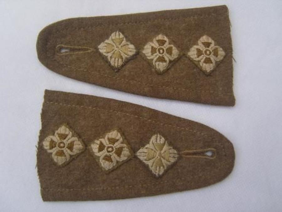 BRITISH ARMY CAPTAINS BATTLEDRESS PIPS