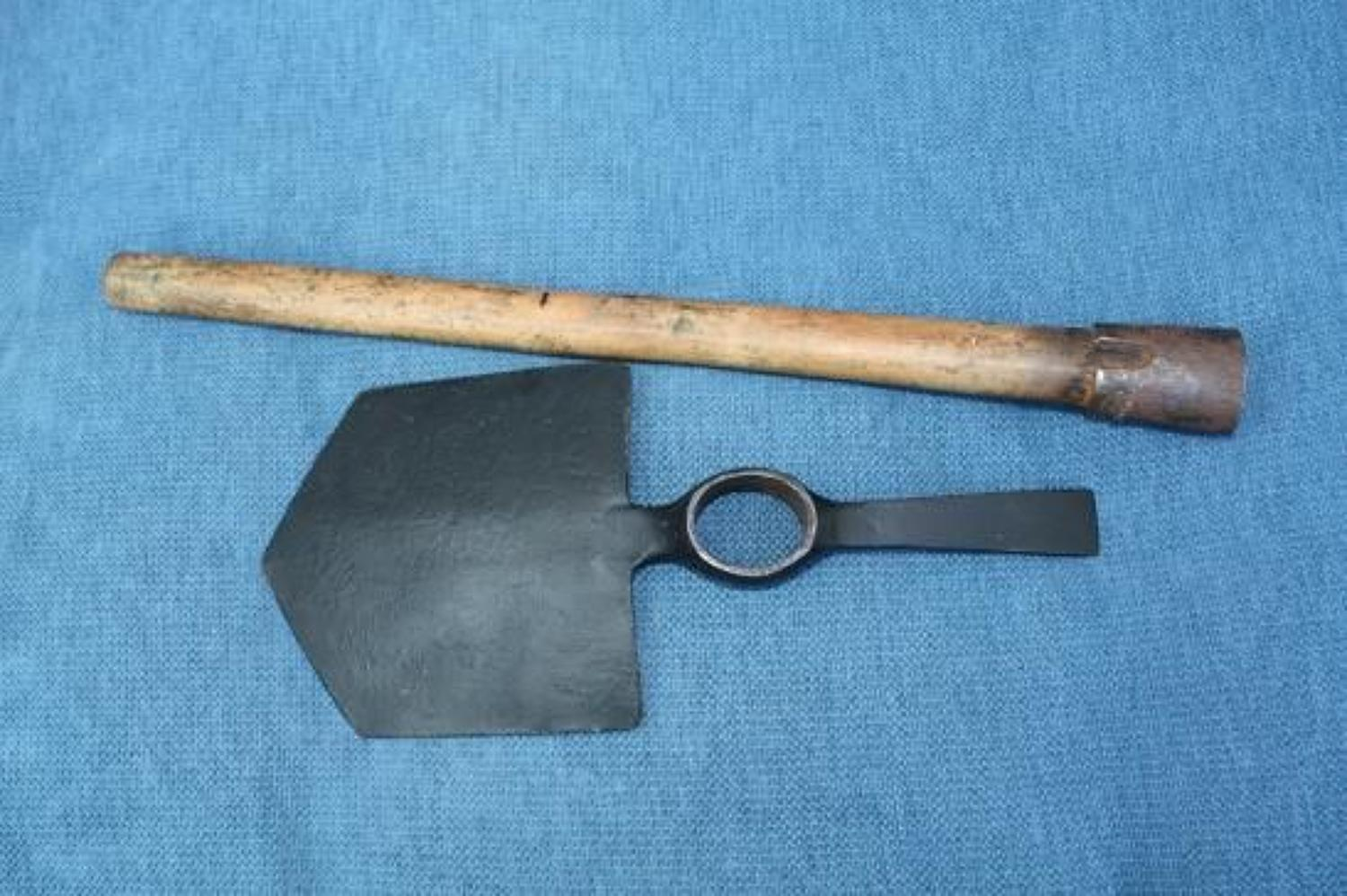1915 DATED BRITISH ENTRENCHING SPADE & HANDLE