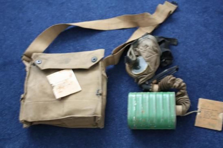WW1 US Army Gas Mask & Webbing Bag. Unused.