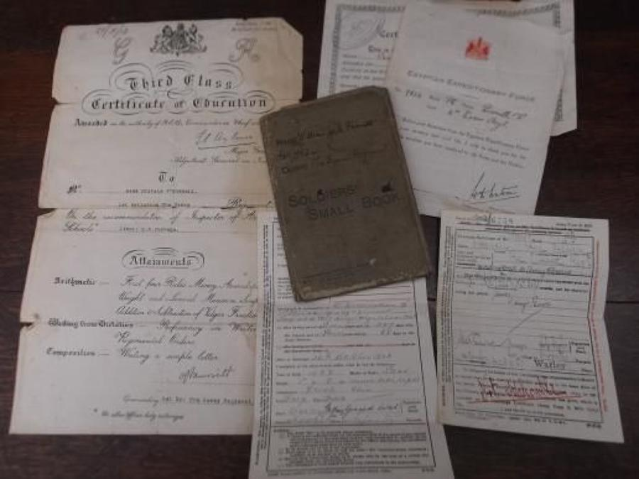 WW1 SOLDIERS SMALL BOOK, DISCHARGE CERTIFICATE & PAPERS