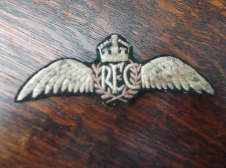 WW1 British RFC Pilots tunic breast wings badge