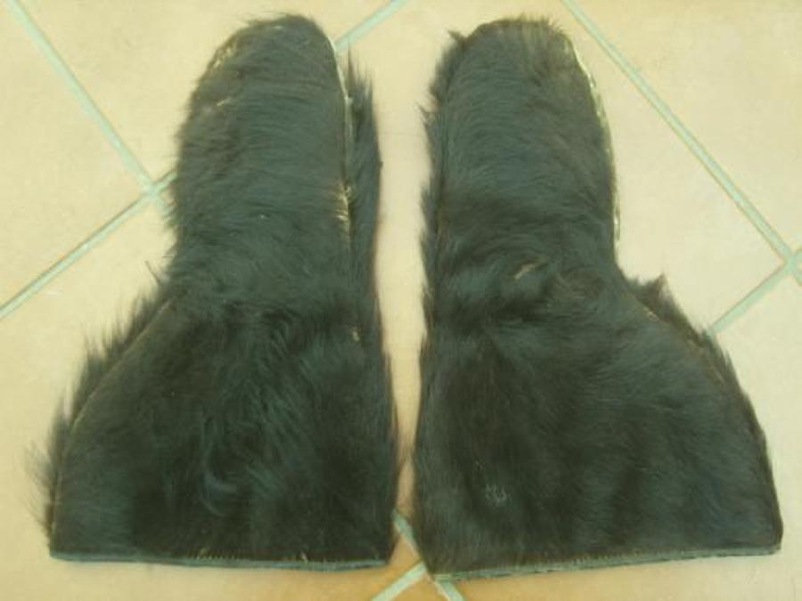 WW1 Bearskin Aviators Type Gloves. Leather gauntlet style with black b