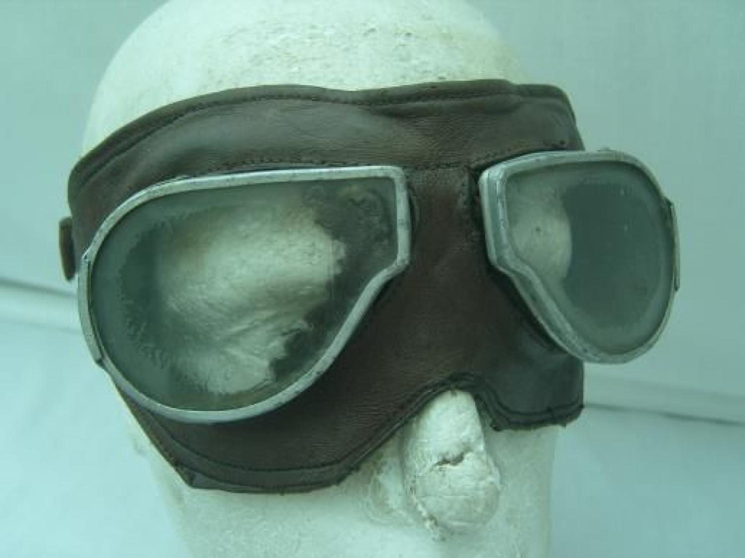BRITISH WW1 LEATHER FLYING GOGGLES