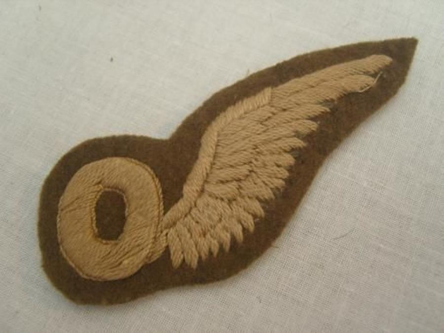 WW1 British RFC Observers half wing badge.