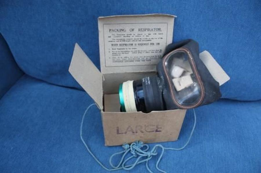 WW2 HOME FRONT GAS MASK & ORIGINAL CARD BOX