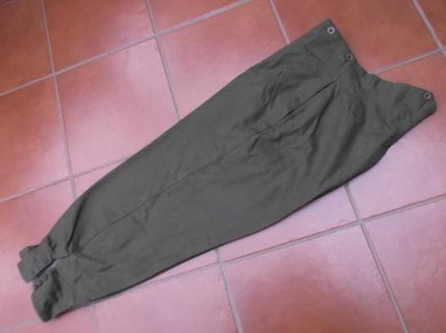 Good WW2 1939 dated Khaki service dress trousers/knickerbockers to a Lieutenant Bennett