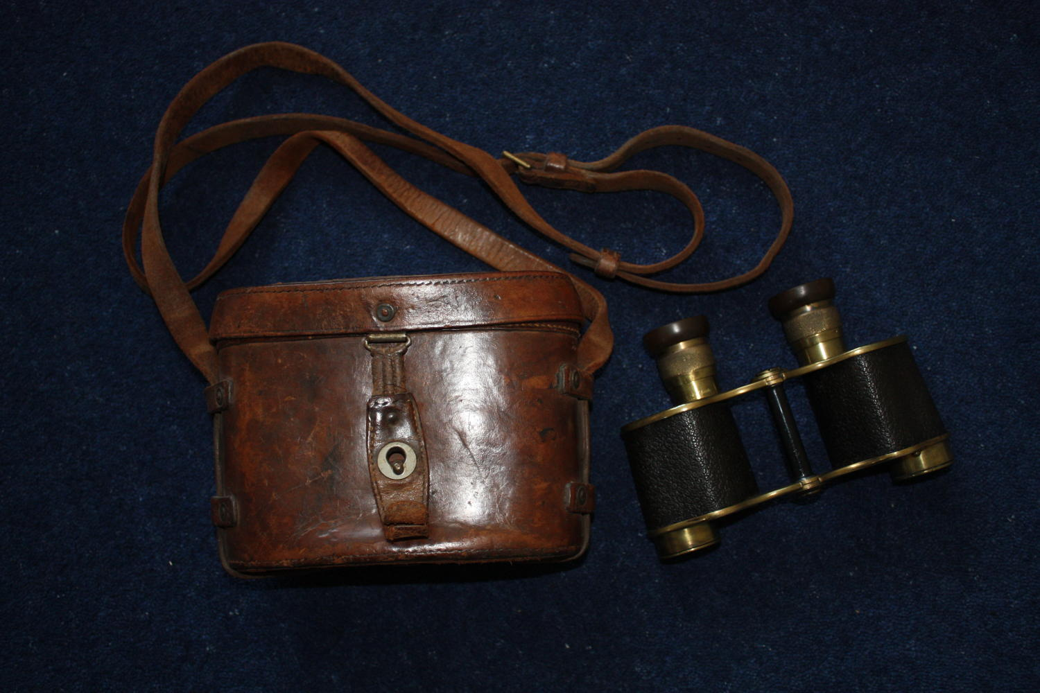 1917 dated WW1 British Army Officer's Binoculars in Leather case.