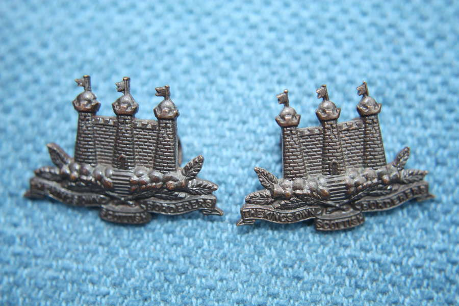 PAIR OF WW1 KINGS OWN SCOTTISH BORDERERS OFFICERS BRONZE COLLAR BADGES