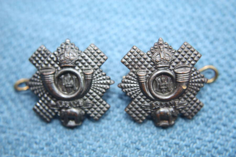 PAIR OF WW1 HIGHLAND LIGHT INFANTRY OFFICERS BRONZE COLLAR BADGES