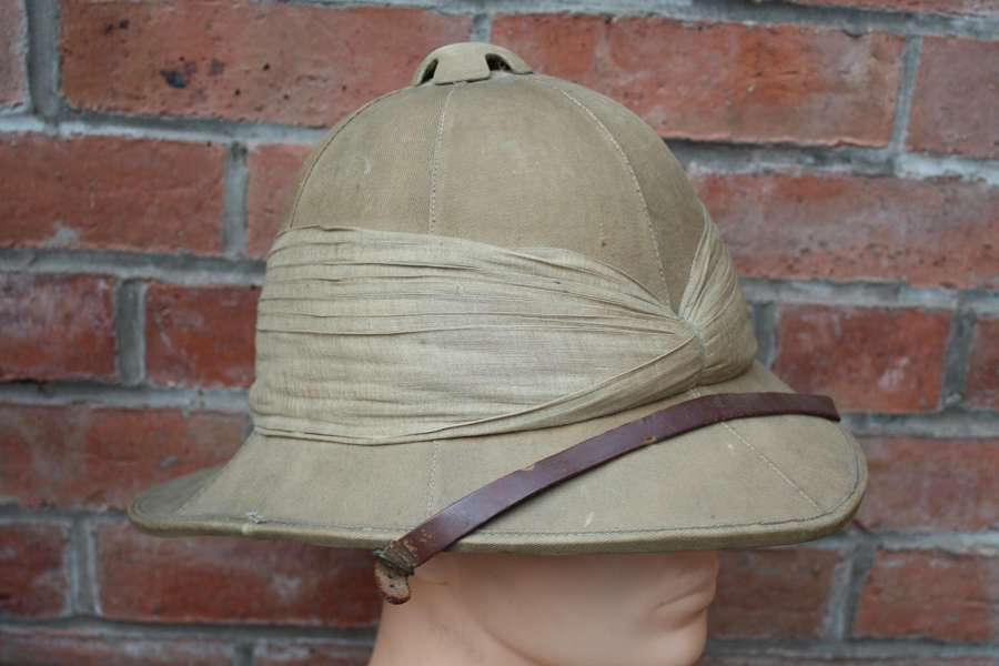 WW1 BRITISH ARMY 1914 DATED KHAKI PITH HELMET